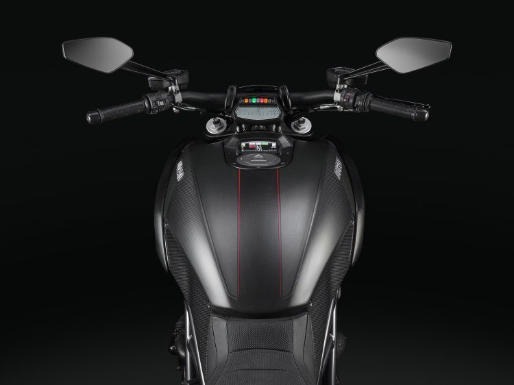 2016-ducati-diavel carbon