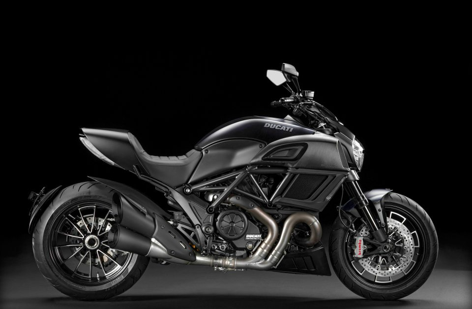 2016-ducati-diavel-carbon-edition